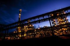 Tubulações e construções da fábrica grande Imagens de Stock
