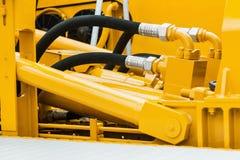 Tubulações e o sistema hidráulico do trator imagens de stock royalty free