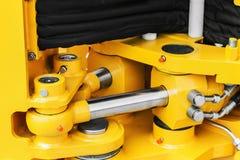 Tubulações e o sistema hidráulico do trator ou da máquina escavadora imagens de stock