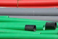 Tubulações flexíveis coloridas no canteiro de obras Fotos de Stock