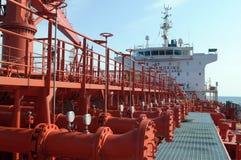 Tubulações na plataforma do petroleiro Imagens de Stock Royalty Free
