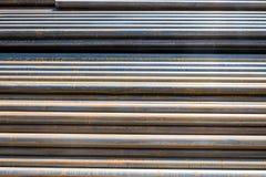Tubulações redondas do metal-rolamento fotos de stock