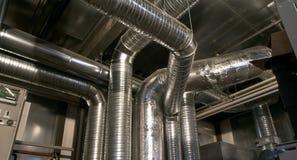 Tubulações da ventilação de uma condição do ar Fotografia de Stock