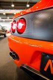 Tubulações de exaustão e luzes da cauda de um carro de esportes da laranja Fotos de Stock Royalty Free