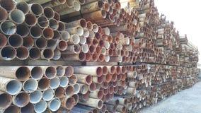 Tubulações do ferro no terreno de construção Imagens de Stock Royalty Free