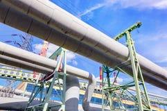 Tubulações na central elétrica eclético térmica Indústria Foto de Stock Royalty Free