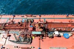 Tubulações no petroleiro vermelho Imagem de Stock
