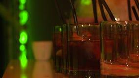 Tubule de cocktails banque de vidéos