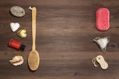 Tuch, Seife, Kerze getrennt auf Weiß lizenzfreie stockfotos