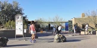 Een ingang van het Museum van de Woestijn van Arizona Sonora, Tucson, Arizona Stock Foto