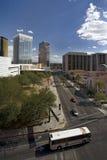 Tucson van de binnenstad met Bus Stock Afbeeldingen