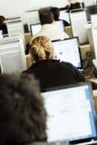 Étudiants dans la classe d'ordinateur Images libres de droits