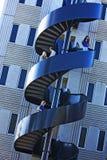 Étudiants sur l'escalier en spirale d'université Photo libre de droits