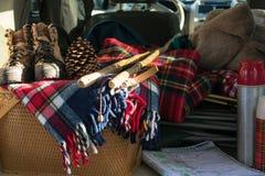 Tudo embalado para um roadtrip do fim de semana fotografia de stock