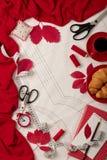 Tudo para costurar - tela, testes padrões e acessórios costurar Fashio Fotografia de Stock