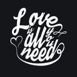 Tudo que você precisa é tipografia do t-shirt do amor, ilustração do vetor Fotografia de Stock Royalty Free