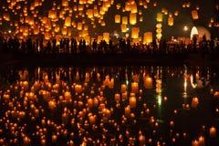 Tudongkasatarn is waar het drijven van lampceremonie Stock Foto