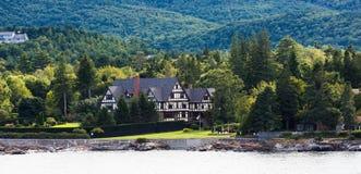 Tudor Bed und Frühstück auf Küste von Maine Lizenzfreies Stockbild