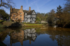 Tudor byggnad - den Bridgewater kanalen - UK Arkivfoto