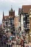 Tudor byggnader. Eastgate gata. Chester. England royaltyfri foto