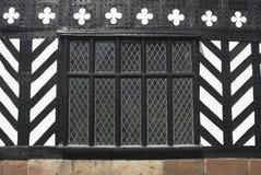 Tudor Fenster lizenzfreie stockfotos