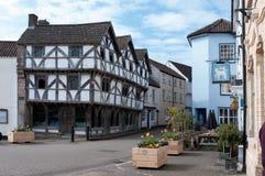 Tudor-Gebäude in Axbridge-Quadrat Stockfotos