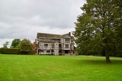 Tudor-Haus in Chehire lizenzfreie stockfotos