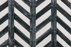 Tudor-Hausmauer mit starkem Holz des halben Bauholzes in der Zickzackformfunktion stockfotos
