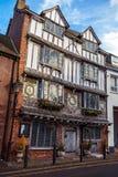 Tudor House anziano, isola di Exe, 6 Tudor Street, Exeter, Devon, Regno Unito, il 28 dicembre 2017 immagine stock libera da diritti