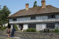 Tudor House ett medeltida timrat hus i Margate Arkivbilder
