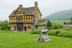 Tudor Landsitz-Gatter-Haus Shropshire, England Stockfotografie
