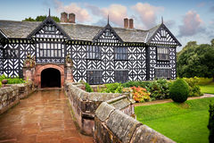 Tudor mangårdsbyggnad Royaltyfria Foton