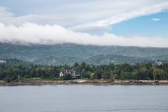 Tudor Mansion sulla costa di Maine Fotografie Stock Libere da Diritti
