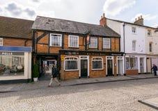 Tudor Rose Pub stockfotos