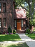 Tudor Style Brick Home Front-Ingang in Forest Hills, N Y Royalty-vrije Stock Afbeeldingen