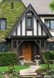 Tudor utformar huset royaltyfria foton
