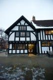 Tudorstilöffentliche bibliothek Stockfotografie