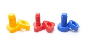 Tuercas coloridas del juguete - y - tornillos imagen de archivo