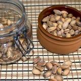 Tuercas de pistacho. Fotos de archivo libres de regalías