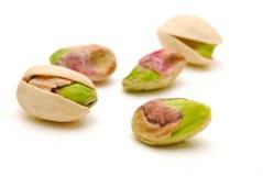 Tuercas de pistacho aisladas Imagen de archivo libre de regalías