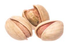Tuercas de pistacho naturales aisladas Imagenes de archivo
