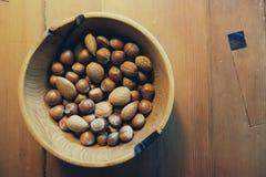 Tuercas en un tazón de fuente Imagen de archivo libre de regalías