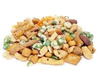 Tuercas mezcladas y galletas saladas Fotografía de archivo libre de regalías