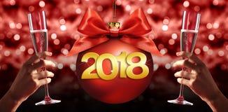 Tueste el ` s Eve, manos del Año Nuevo con el vidrio de vino de la chispa con chri Imágenes de archivo libres de regalías