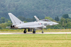 Tufão de Eurofighter na pista de decolagem Imagem de Stock