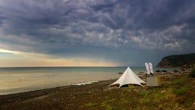 Tufão na costa do Mar Negro, Crimeia fotos de stock