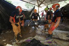Tufão Ompong Mangkhut Filipinas da tragédia do corrimento de Ucab Itogon Benguet fotos de stock