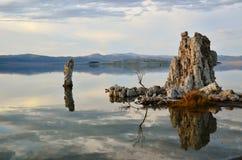 tufa отражения озера Стоковые Изображения
