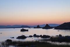 Tufa på den mono sjön på soluppgång Royaltyfria Foton
