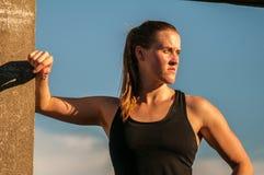 Tuff kvinnlig idrottsman nen Royaltyfria Foton